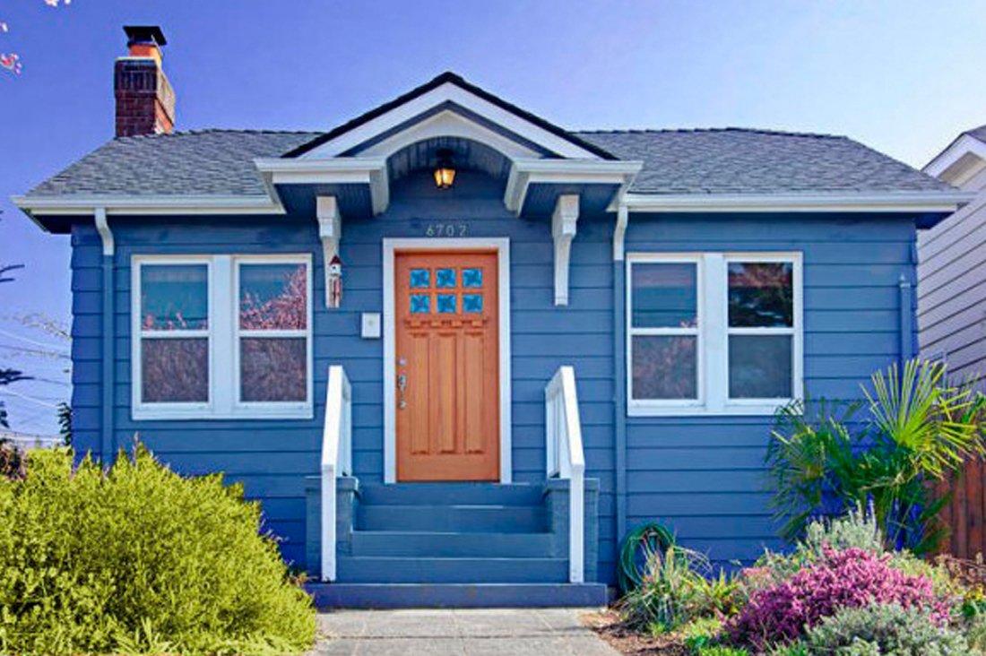 Casas de color azul decoraci n con madera - Colores de moda para pintar una casa por fuera ...