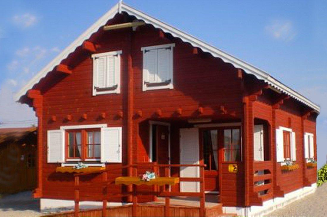 Casas de color rojo decoraci n con madera for Decoracion casa rojo