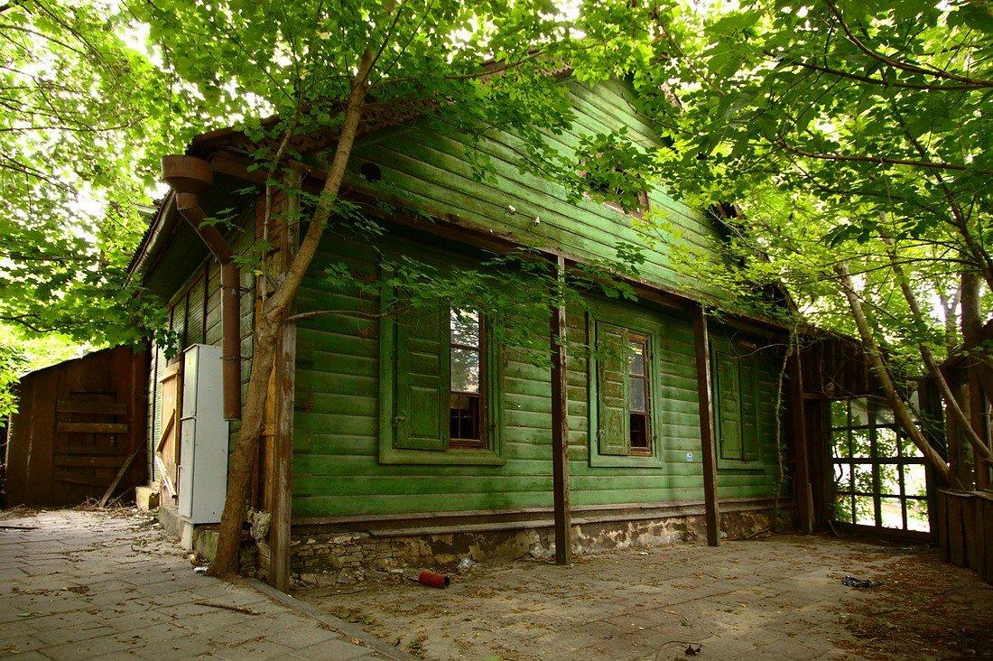 Casas de color verde decoraci n con madera - Casas color verde ...