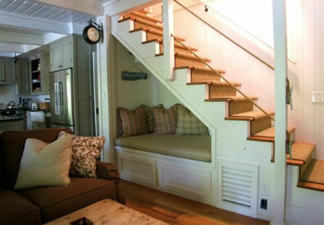 Aprovecha el hueco de la escalera decoraci n con madera for Cama bajo escalera