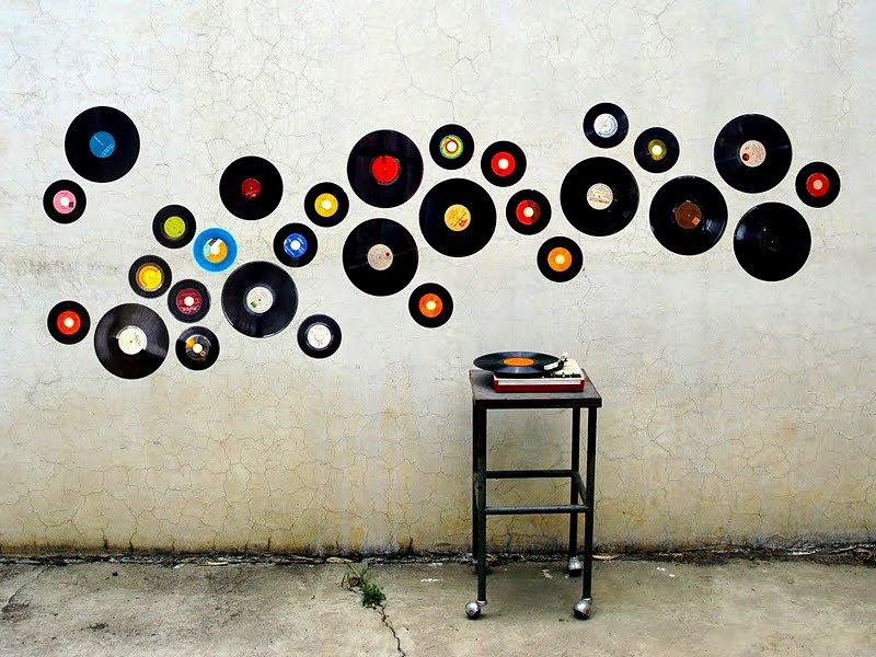 Cuelga discos de vinilo en la pared decoraci n con madera - Decorar paredes con madera ...